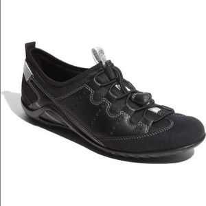 "ecco ""Vibration II' Toggle Sneaker- Black & Silver"